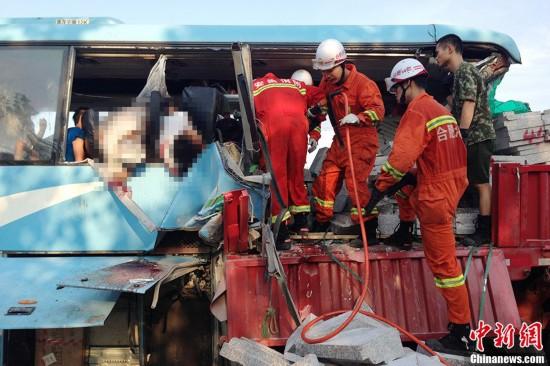 安徽合淮阜高速客货追尾 10人遇难36人受伤
