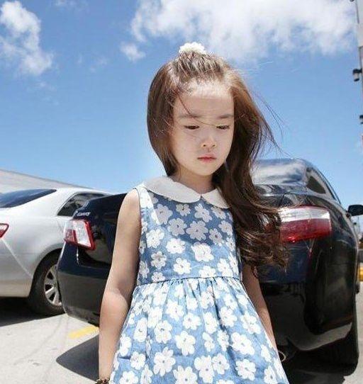 韩国6岁小萝莉一夜爆红 白皙皮肤露齿微笑家居照图片