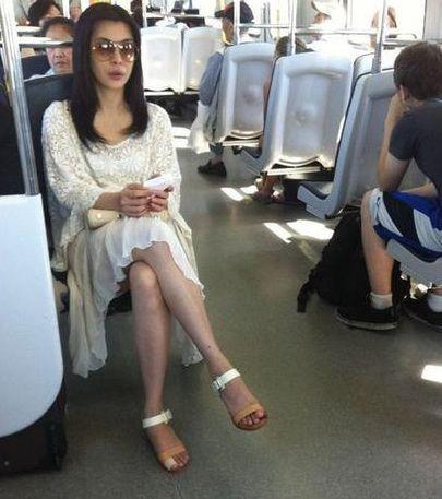 王祖贤坐公交车