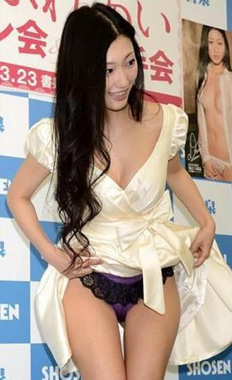 2012年主演日本三级片《做我的奴隶》