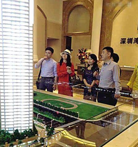 李湘在深圳看房。