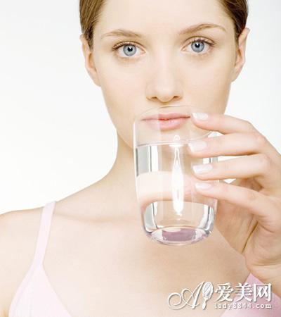 多喝水好处坏处大PK-每天8杯水 喝多会中毒 健康喝水7Tips图片