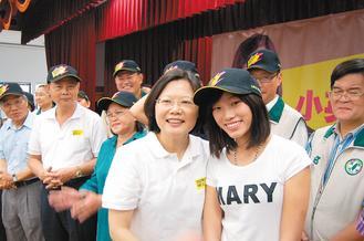 """蔡英文在台湾各地成立""""小英会""""积极经营基层"""
