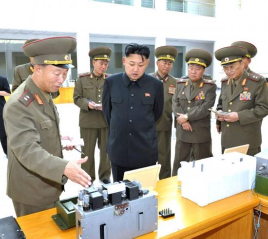 社20日消息,朝鲜最高领导人金正恩参观朝鲜人民军科技展览馆.(