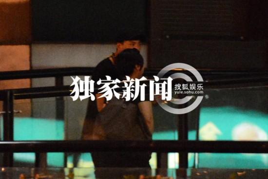 陈坤/原标题:独家:陈坤与家人吃日本料理 手臂惊现纹身