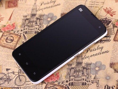 小米手机2s外形方面表现简洁   时尚   直板触控造型的机身...