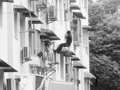 男子挟持女友与警方僵持6小时因购房起矛盾