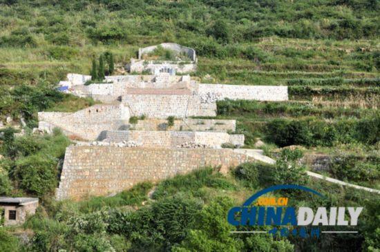 湖南涟源:国家地质公园内现1.2亩豪华墓 形似城堡