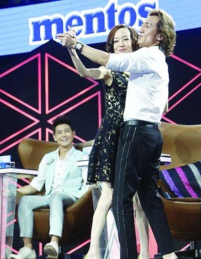 李咏与鲁豫双人舞