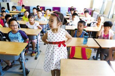 小学一年级新生开课前先学坐立