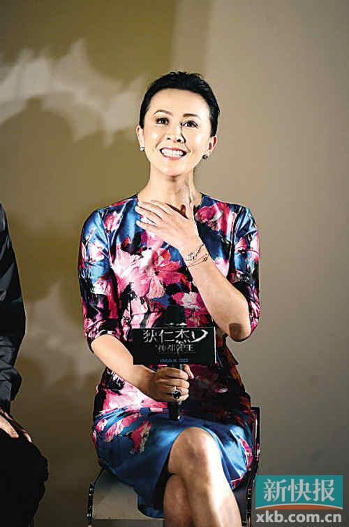 """刘嘉玲/原标题:头发高重挺,刘嘉玲自称""""时尚领袖""""..."""