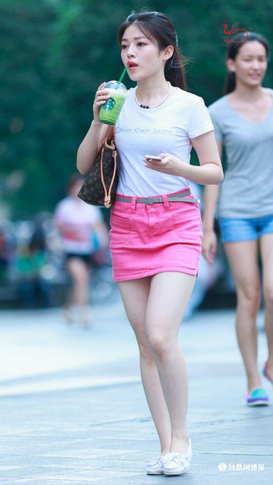街拍重庆妹子+衣着时尚身材火辣高清组图