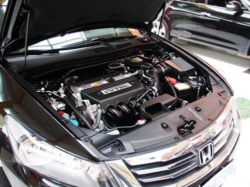 广汽本田  2.4L 自动 前发动机底部特写