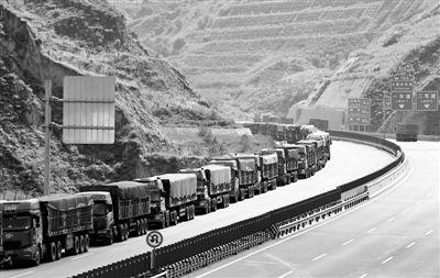 陕西府谷视频遭遇打井肠梗阻两月损失5亿元煤炭外运机械图片