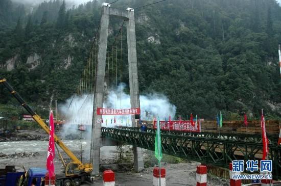 因桥梁垮塌中断的川藏公路恢复通行