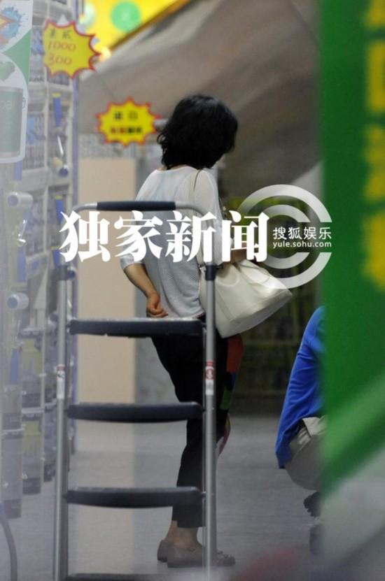 陈宝国妻子朴素装扮买视频儿子做v妻子AA制(图贵的建材光图片