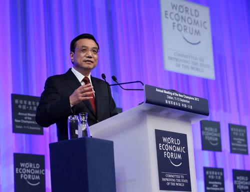 国务院总理李克强在第七届夏季达沃斯论坛开幕式上致辞。新华社记者庞兴雷摄