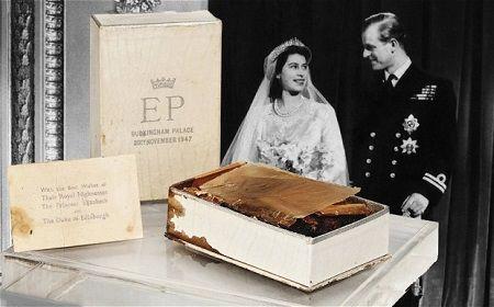 英国女王伊丽莎白二世的这块结婚蛋糕拍出1750英镑