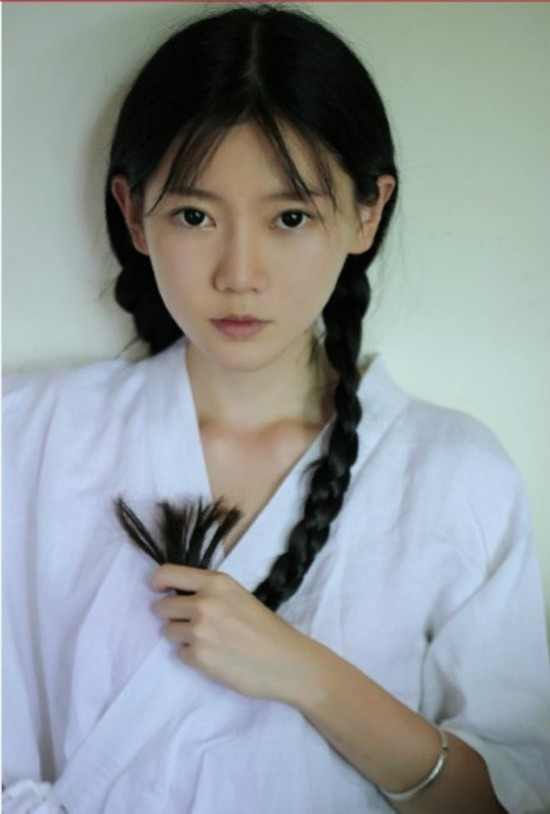 中国最美女汉子秀二头肌COS春丽+卖萌照走红