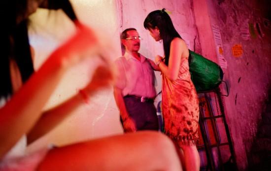 女人 男人 泰国/原标题:纪实:男人如何变成女人 变性手术全程