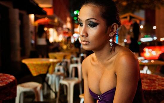 泰国/原标题:纪实:男人如何变成女人 变性手术全程