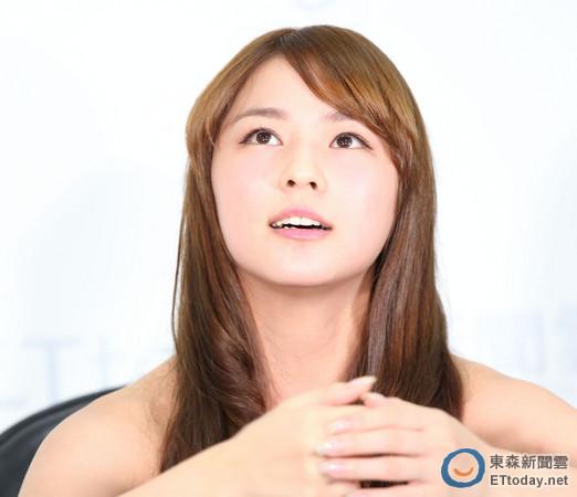 """台湾/有""""台湾第一美胸""""之称的熊熊(卓毓彤)在""""2013新宅男女神""""..."""