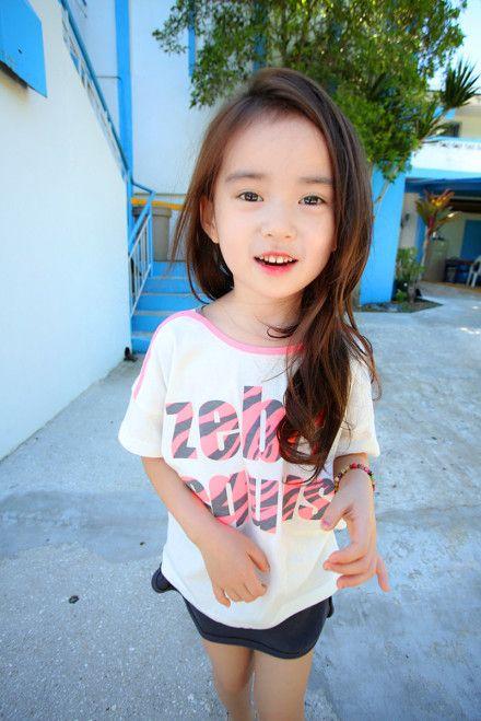 萝莉 写真/近日,网络上疯狂流传一组萌妹的写真。这位小妹妹是韩国网拍...