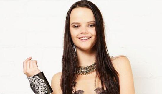 澳16岁少女因外貌酷似外星人夺超模冠军