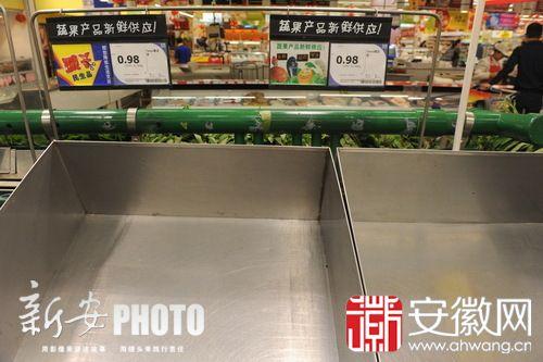 """合肥市在125 家超市门店继续推行双节""""惠民菜篮子""""工程,按"""