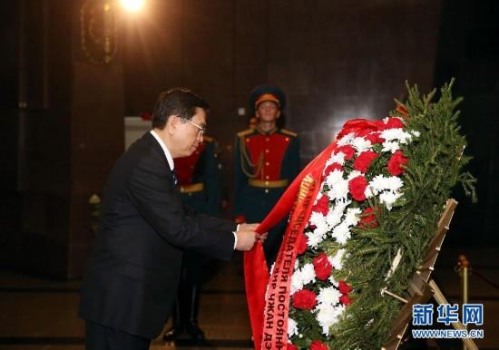 (XHDW)张德江参观俯首山卫国战争纪念馆