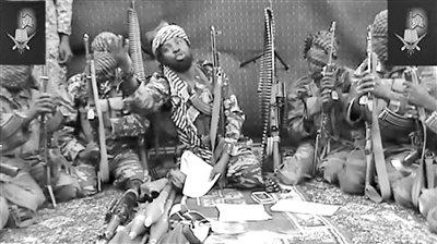 """尼日利亚 大学生/尼日利亚恐怖组织""""博科圣地""""成员视频截图。"""