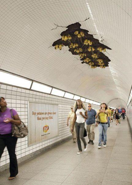 地铁公益广告将狗比作保安 盘点那些亮瞎双眼的地铁广告