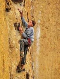 尽管已90高龄,贝基仍对登山充满激情,四处挑战高峰。