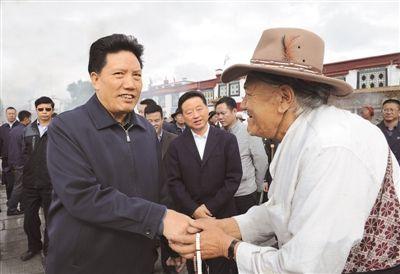 西藏自治区主席洛桑江村国庆期间慰问拉萨执勤
