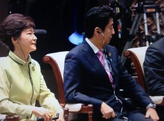 韩国总统朴槿惠与日本首相安倍晋三出席APEC峰会,两人没有交谈。