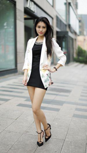 街拍杭州长腿美女 时尚风情完爆一线女星图【8】