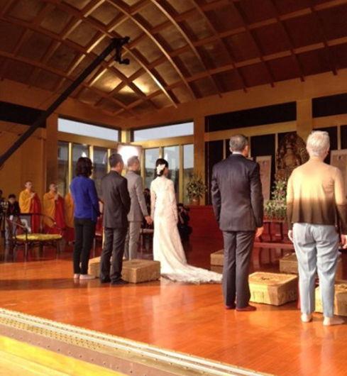 程雷携妻王萌萌于浦东法华学问寺举办大婚仪式