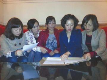 行村,嫁给当地聋哑人冯兴刚,经 结婚证等文件,离婚只