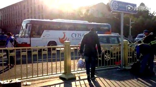 北京馬拉松落幕 天安門廣場遍地垃圾截圖