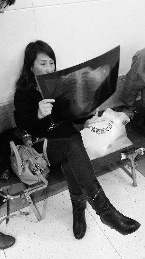 北京脖子卡护栏女子脑死亡 家属称不相信系意外