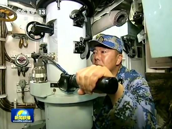央视播我海军核潜艇海上演练画面截图