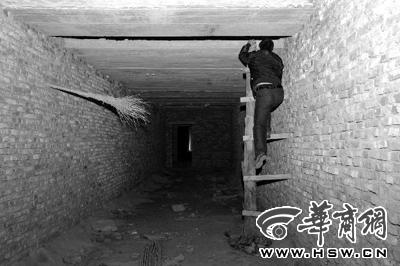 23日,西安市沣东新城王寺村违建的六层危楼内,连楼梯都没有高清图片