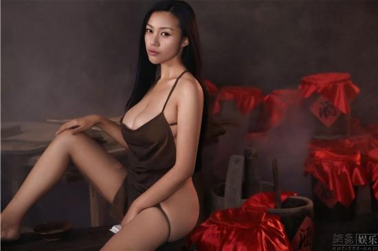 H奶嫩模苏梓玲全裸拍大尺度 红高粱 静态电影图片