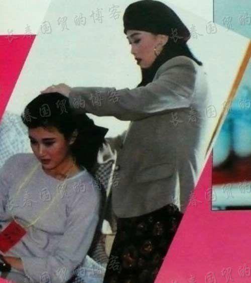 网曝那英为宋祖英梳头旧照:相识于27年前