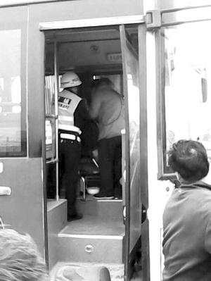 昨天早上8�c左右�K州509路公交�行至尹山��r司�C董洪年...