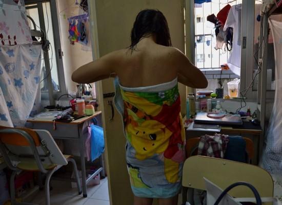 广西大学视频生活变态女生获奖拍摄(宿舍)男生女生欺负女生组图图片