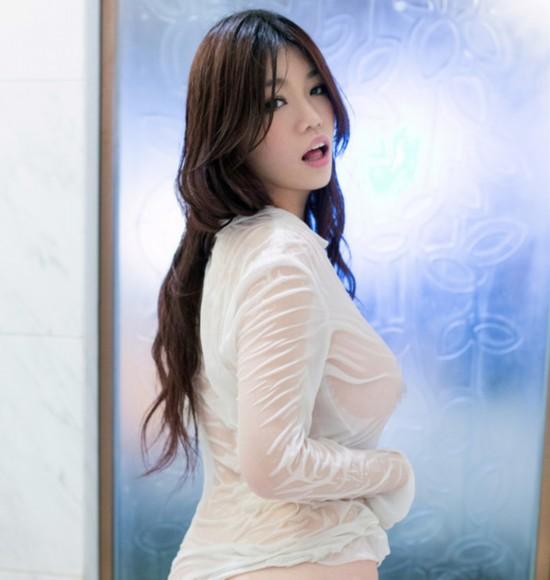 h奶孟十朵曝浴室自拍+微博示爱李晨暗讽张馨
