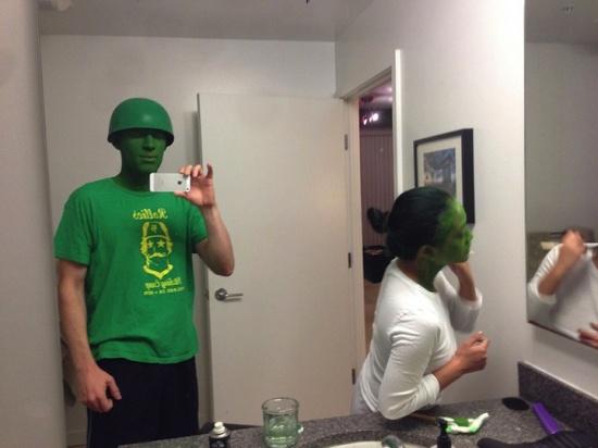 真人版绿色玩具兵引人围观【8】