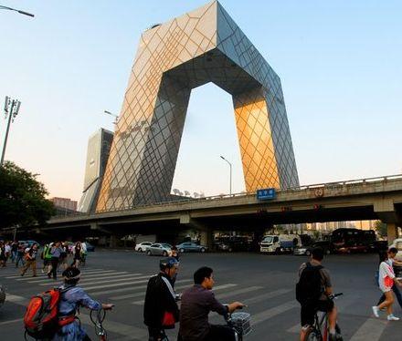 是国内最大的钢结构单体建筑;设计方为荷兰大都会