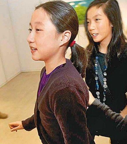 成龙私生女近期照片_成龙14岁私生女长大身材高挑新闻图片